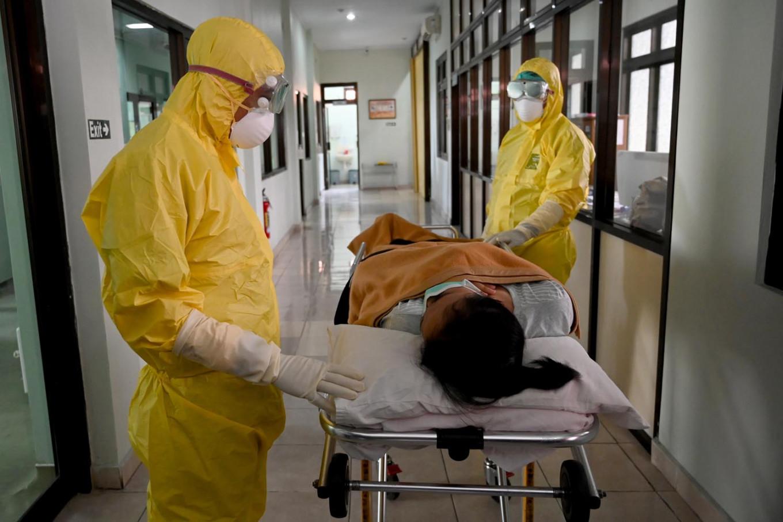Doctors die as hospital crisis looms