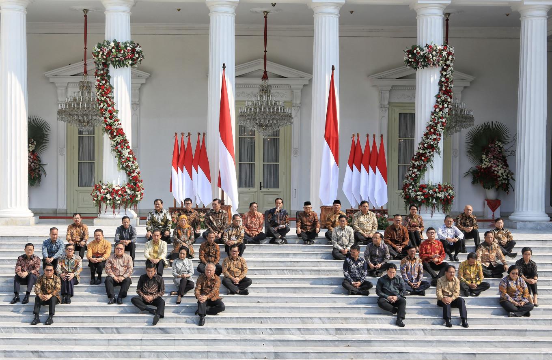 Jokowi threatens Cabinet with reshuffle