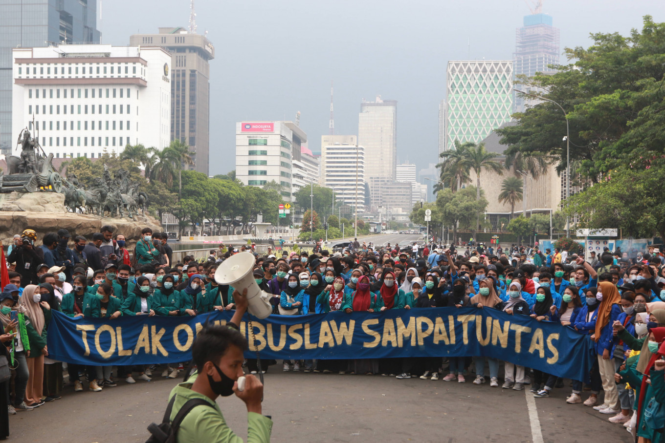 Students continue demonstrations, urge President to issue Perppu