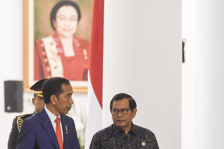 Cabinet secretary's son to run in regency election