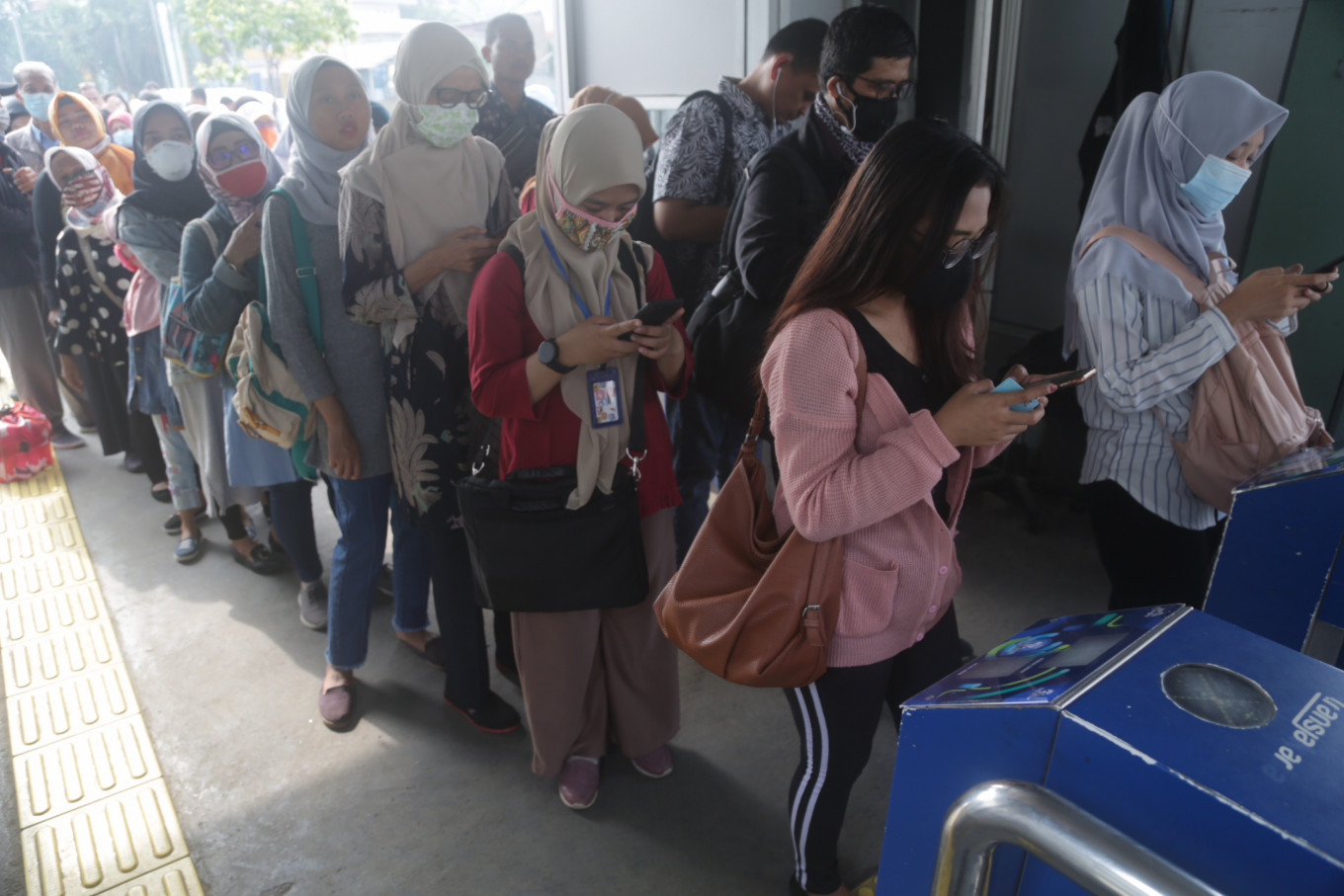 Transjakarta to require non-cash payments to minimize COVID-19 transmissions